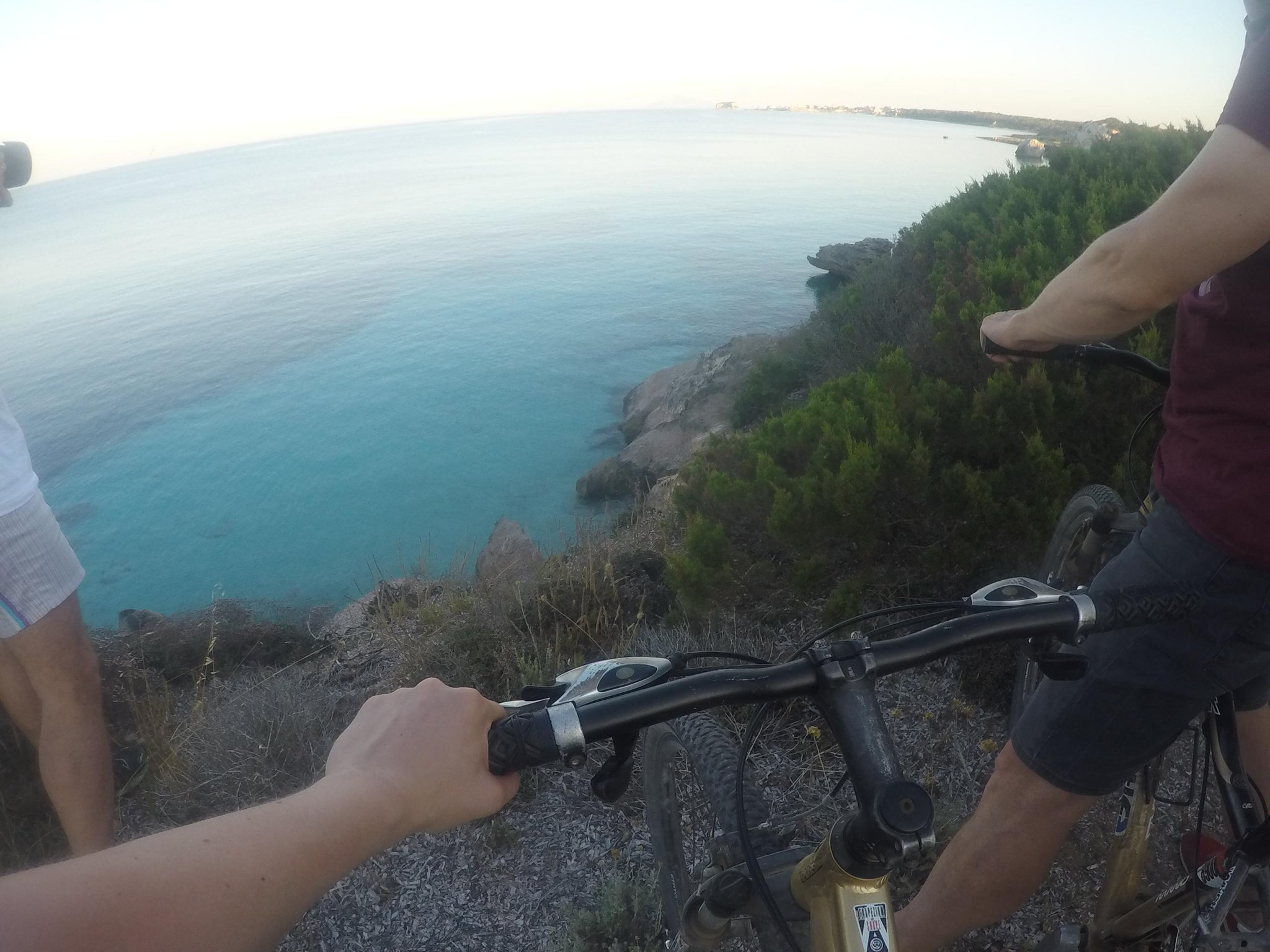 Esplorare un'isola in bici non è mai stato più semplice… #Pianosa, di nome e di fatto! #isoletoscane @world_doris http://t.co/6jPiaTriUC