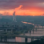 Smoke from the Heinz Plant in #Pittsburgh is lit up just as the sun creeps across the horizon above the Allegheny. http://t.co/9JuCFBjUBz