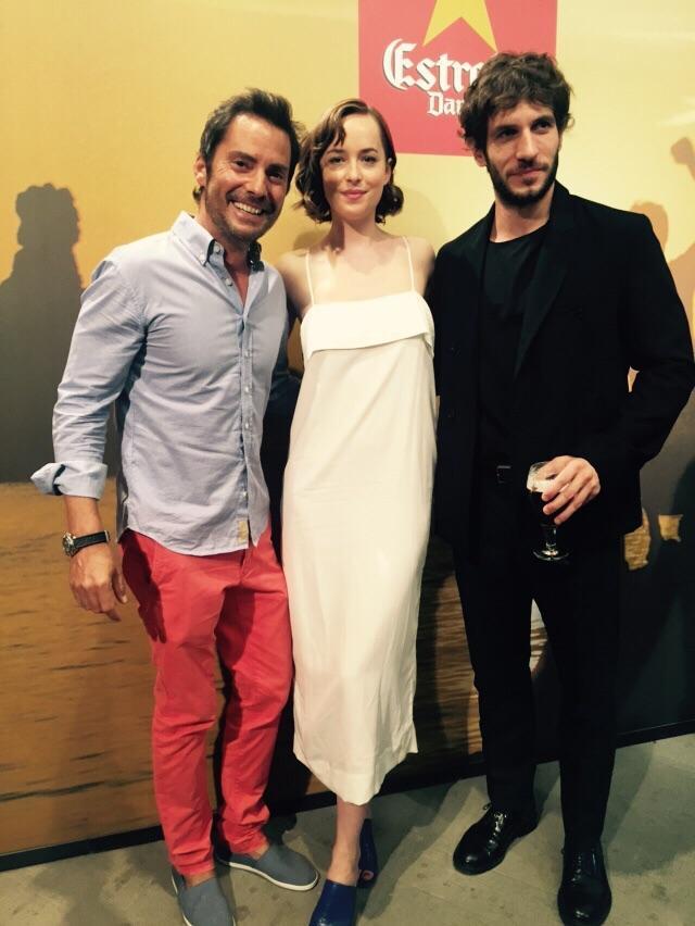 Hi ha hagut feeling a la trobada del @VadorLlado amb Dakota Johnson, @quimyo i Amenábar gràcies a  @EstrellaDammCat http://t.co/xnASxMRaxu