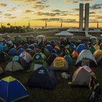 Movimentos sociais acampam diante do Congresso p pressionar contra redução da maioridade penal #ReduçaoNãoÉSolução http://t.co/4HIKS97hW0