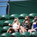 Its a scorcher out there today, folks. Make sure you apply suncream liberally and drink plenty of fluids #Wimbledon http://t.co/FApiKeq4VB
