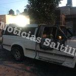 Incendian camioneta en Brisas Pte y dejan mensaje amenazando al dueño. Ninguna autoridad acudió al lugar #Saltillo http://t.co/rDR8gTHh3k