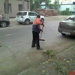Уборка прилотковой части по ул.Подшипниковая. @Rudakov_i_a @DepBlagSamara @MP_Blago63 http://t.co/qv6lo3ldK9