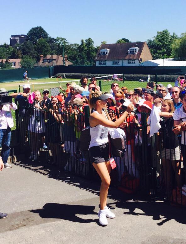 Autographs post practice #Wimbledon2015 #ItsAHotOne http://t.co/AszC2Ay7zr