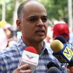 """""""Me calo la cola pero a Leopoldo jamás"""": tuit de Izarra encendió las redes tras... http://t.co/GhSp4eodN2 http://t.co/lN290JLXEA"""