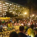 O Ato contra a Redução da Maioridade Penal está lindo. Jovens acenderam velas e cantam palavras de ordem #171Não http://t.co/tROqYhEypT