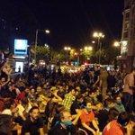 00:08 1 de julio. #LeyMordaza. En los alrededores del congreso mucha gente protestando ante esta ley injusta. http://t.co/2RMdPltu4V