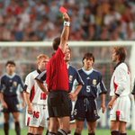 On this day in 1998, a 23-yr-old David Beckham tried to kick Diego Simeone and received a red card in the World Cup. http://t.co/5Fri9jO8Na