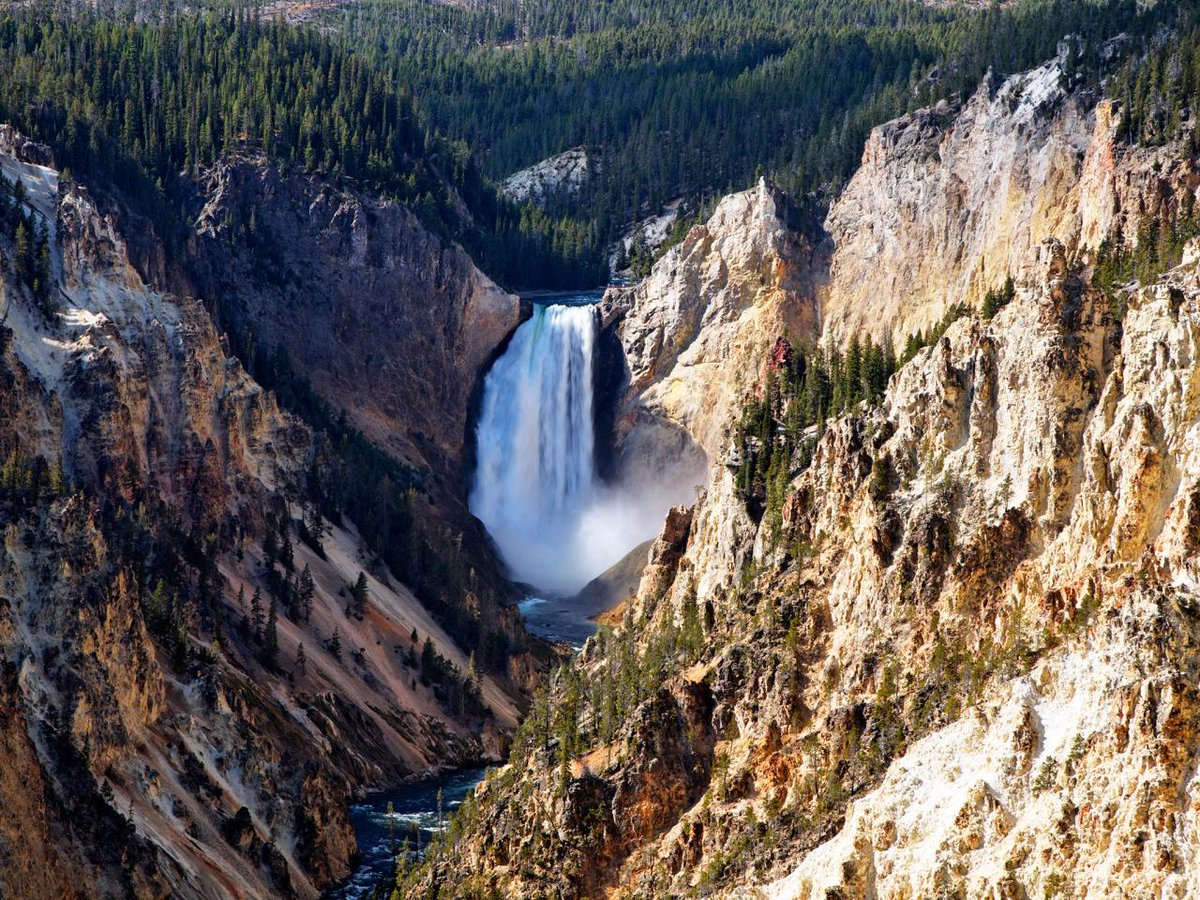 Take a photo journey through Yellowstone National Park -