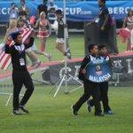 Perarakan bendera Malaysia diketuai oleh penjaga gol, Abdul Alim Al-Amri. http://t.co/KenOYBn34j
