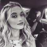 Everything going on in @LaurenTaylorSDs new selfie is amazing. >> http://t.co/Q8KtWGpZjK http://t.co/6FUISbjbh5