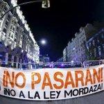 Españoles protestan en la calle contra la polémica Ley Mordaza de Rajoy http://t.co/QvF59TegPN http://t.co/cjU30dqxef