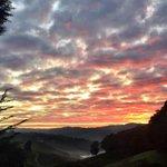 A breathtaking view on way to work this morning @theTiser #Uraidla #adelaidehills #sunrise #BeautifulLife http://t.co/3GzFgTQYnx