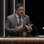 RT @JornalOGlobo: Aécio diz que presença de Lula em Brasília mostra fragilidade de Dilma. http://t.co/fyX0zrGevH http://t.co/A1KK8SPvR9