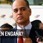 """¿Y ESTE SERÁ QUE HACE COLAS? Andrés Izarra: """"Prefiero calarme las colas, pero a Le... -► https://t.co/4Etba86sWa http://t.co/YWegEl1OEW"""