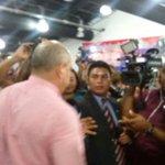 Adames recibe abrazos y felicitaciones de sus colegas del PRD. Es el candidato a presidente de la @asambleapa http://t.co/agPJAng9Pq