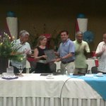 Entrega de reconocimiento a @marybmedina Presidenta saliente de #AHETA de parte del Ayuntamiento @peraltanet71 http://t.co/MRb9SDdKcQ