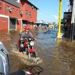 SOS> mas de 1000 familias damnificadas en Guasdualito Apure.No tienen ayuda nacional. Colapso el dique del rio Zarare http://t.co/JGrk6QWsSd