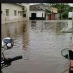 RT @Beadrian: 80% de Guasdualito, Edo. Apure está bajo las aguas. Damnificados no tienen comida ni ayuda. SOS http://t.co/xaBL3xOQaA