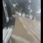 """@Beadrian: 8 dias en esta situación. Anoche colapsó el dique. Guasdualito bajo las aguas. No reciben ayuda nacional http://t.co/Eg5iddBD2r"""