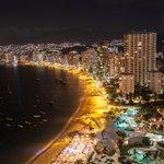 La belleza del #Acapulco de noche... http://t.co/Vq5xno10Ez