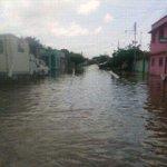 Emergencia. Asi esta hoy Guasdualito. 1000 familias afectadas. 80% ciudad bajo las aguas. Necesitan ayuda nacional http://t.co/Mf8kIzYTZu