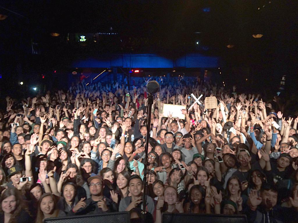 TORONTO SHOWED UP TONIGHT!  Much love to @ToriKelly for having me out! #ilovecanada http://t.co/W1YmIg3tp7