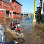 #URGENTE Situación en Guasdualito es delicada, 80% bajo las aguas. Damnificados no cuentan con ningún tipo de ayuda. http://t.co/HwLhFxe0P3