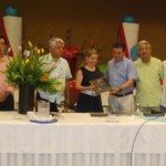 Reconoce @AcapulcoGob a @marybmedina por su gestión como presidenta de @AHETA1 durante la sesión mensual http://t.co/8tJFhZk2a0
