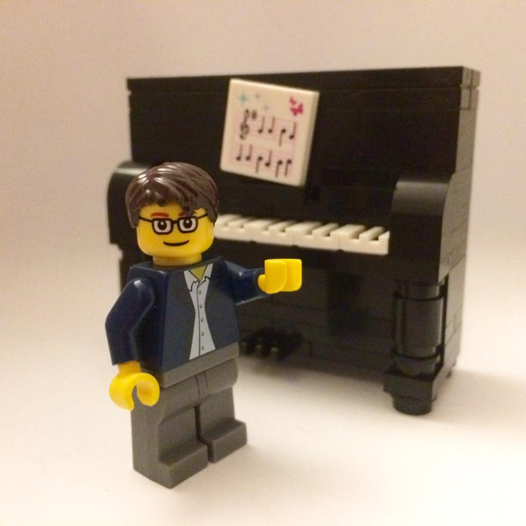Trying to build a Lego @BenFolds to go with the piano I just made. Not sure I've nailed it yet... http://t.co/ietJ5QdvDa