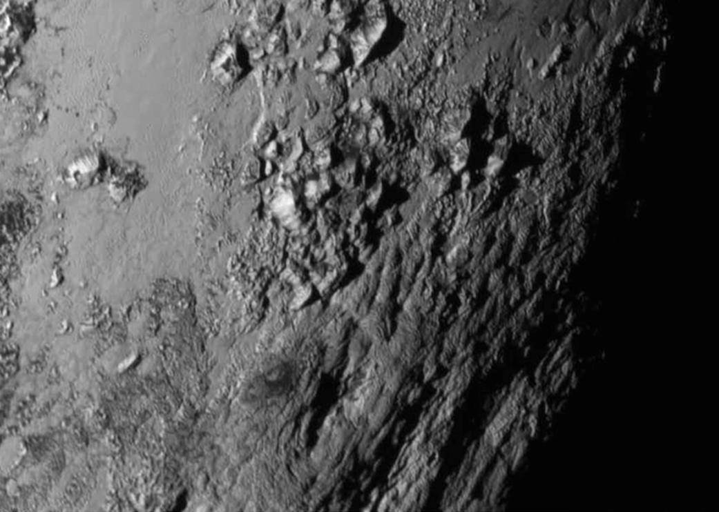 Con ustedes, las montañas heladas de #Plutón http://t.co/VHWSXpx40v
