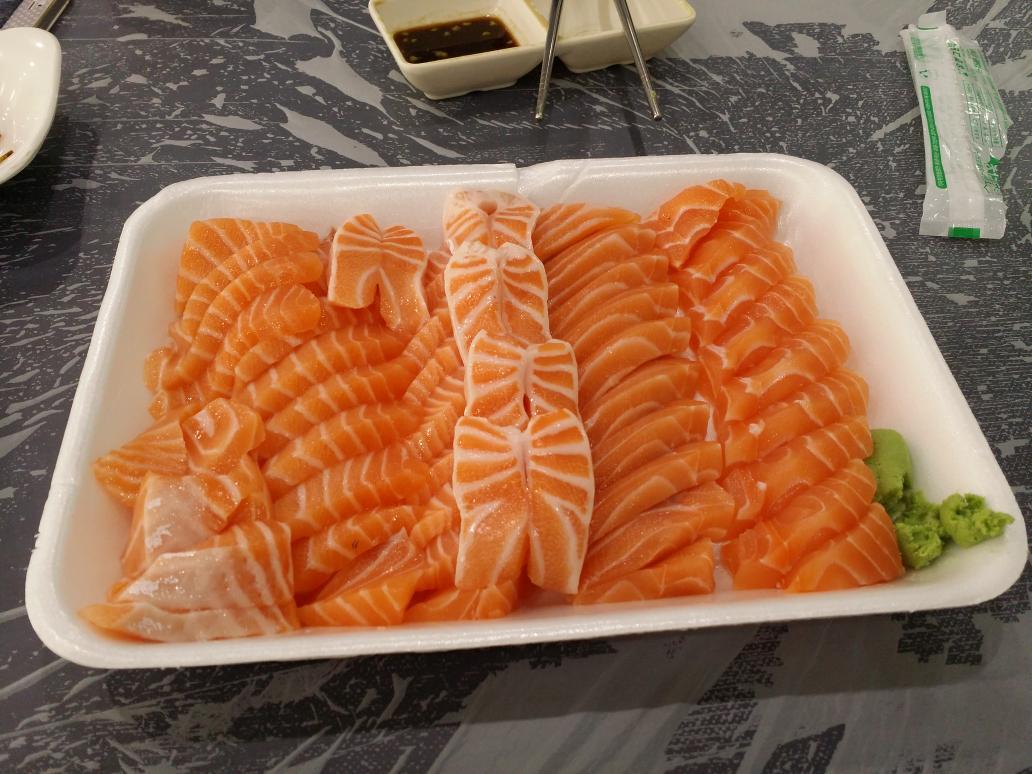 매장 및 가격 고지 강서수산시장 57번 남해수산 연어 2만원. 두명이서 질리게 먹음 http://t.co/67gITnfunI