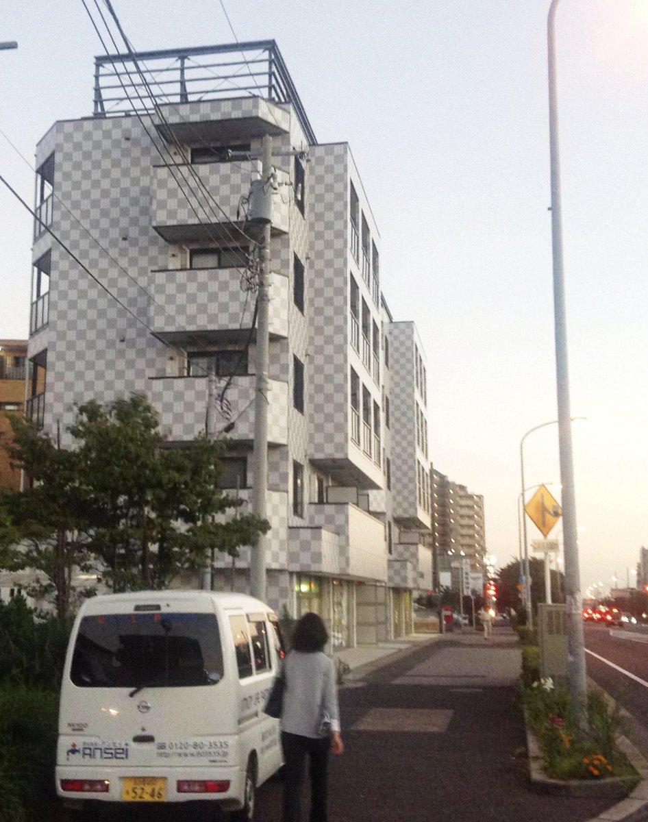 透明なビルがあった! http://t.co/FNgBQjmyTV