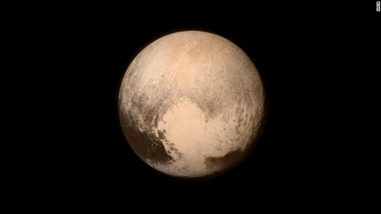 Stunning pictures from far far away - NASA's New Horizons probe makes history at Pluto http://t.co/CXrkdx4hX3 http://t.co/zjlJPXLgd8
