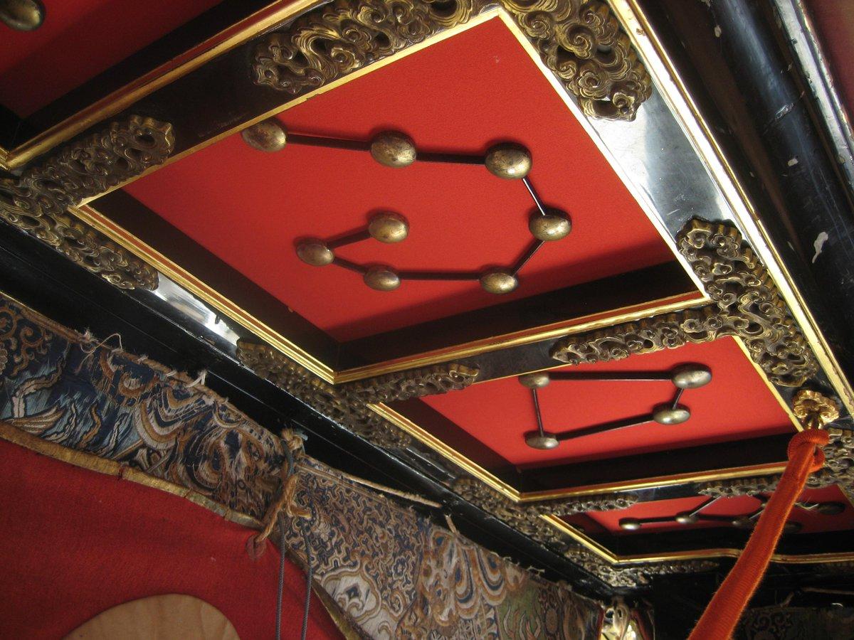祇園祭って、始まる前からいろいろあるんですね。長刀鉾と放下鉾に上がらせてもらいました。写真は長刀鉾の天井にある星座です。 http://t.co/HQ4CSAzbac