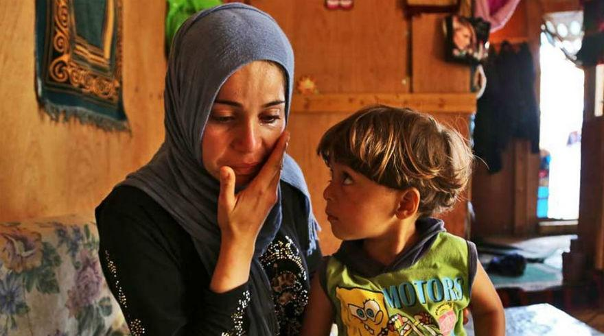 """""""I know the world has forgotten us, we're too much of a burden"""" – Fatmeh, #Syrian refugee http://t.co/3IyGyUjdO0 http://t.co/SwWxe7n79Y"""