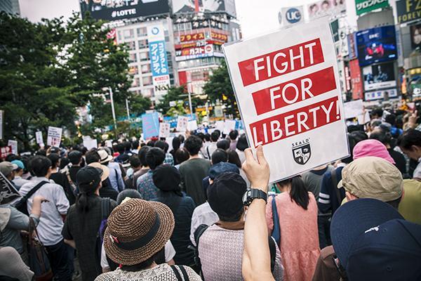 声を上げる。『戦争法案強行採決に反対する国会前緊急抗議行動』は2015年7月15日(水)~17日(金)国会議事堂前で開催。http://t.co/DtNNGtk5Pr http://t.co/yXv0UXNBAb