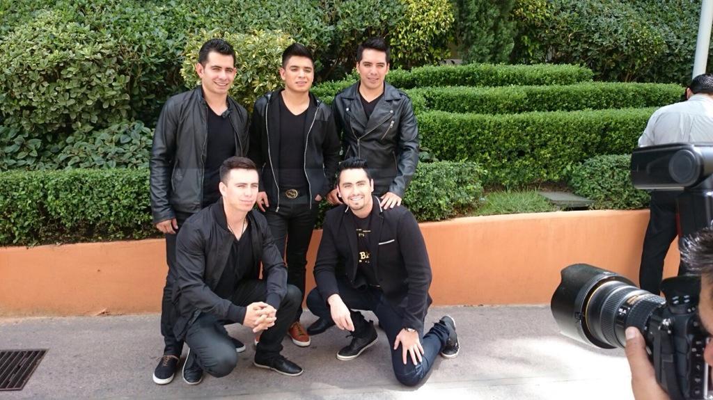 Arturo Vargas Rios (@LosPrimosArturo): Ya andamos en el df de promo pa q nos sigan en todo el tour