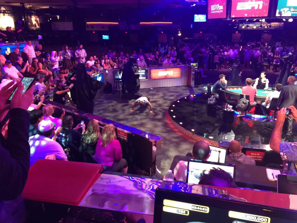 Hand 164: @RealKidPoker folds pre flop and does 30 push ups. Crowd going wild and counting. http://t.co/gLc6z05UzA