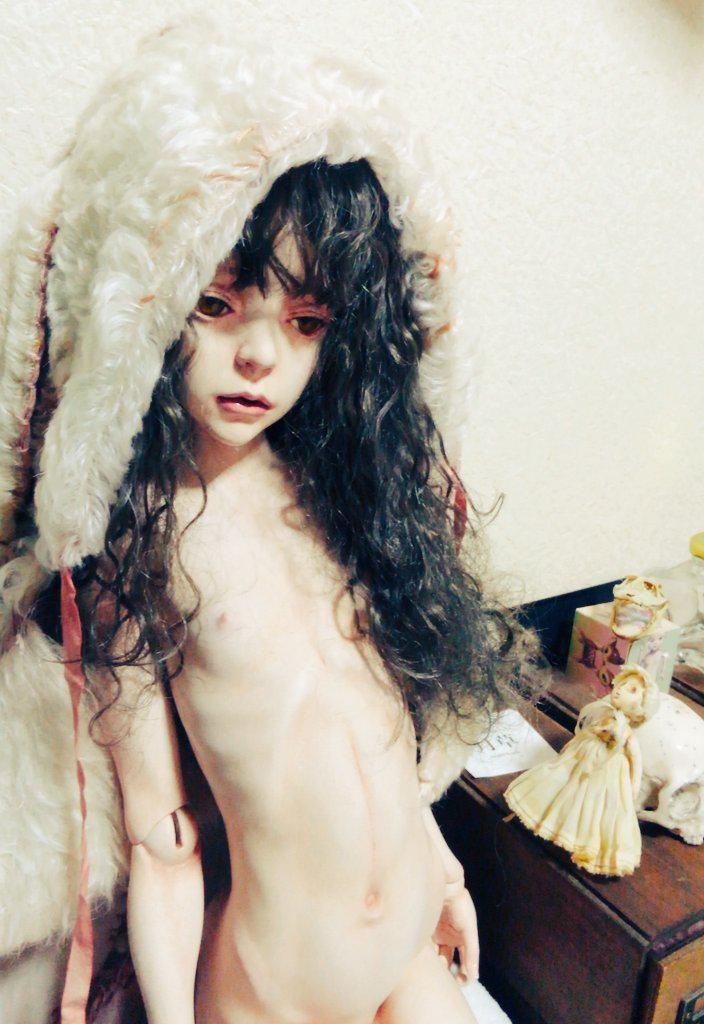 中川多理さんのお人形が我が家にやって来ました。マンディアルグ『仔羊の血』に出てくる被虐の少女、マルスリーヌ・カインです。 http://t.co/OnU7X5mzNC