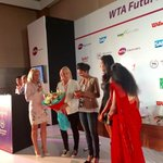 RT @WTA: .@MirzaSania being presented with necklace gift for #WTA World No 1 Doubles ranking achievement #SheratonHyderabad http://t.co/hKt…