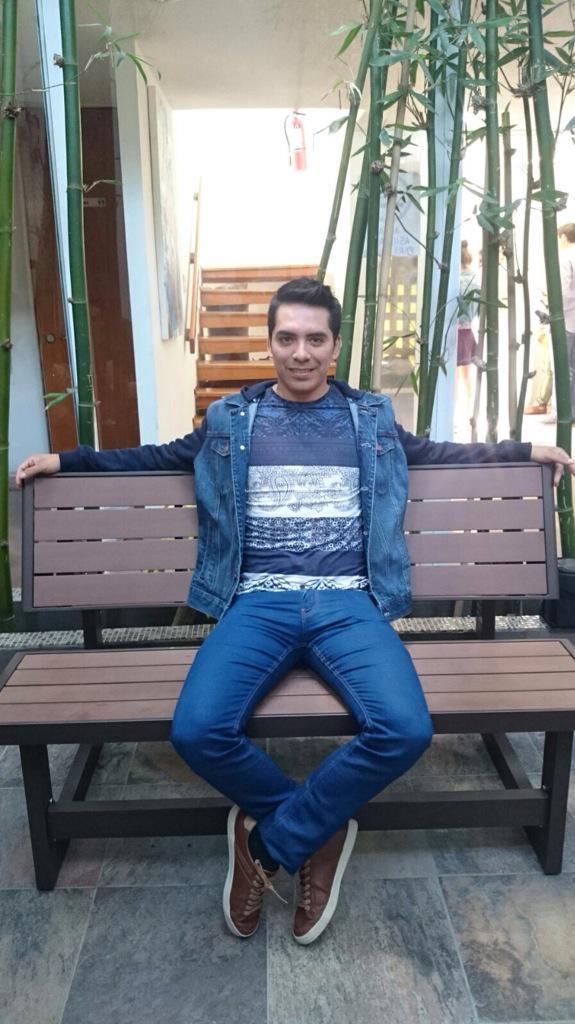 Arturo Vargas Rios (@LosPrimosArturo): Muy buenos días segundo día de promoción Df #Mentirosa http://t.co/vrMUpNbymk