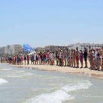 1 minute silence observed at the beach in Tunisia today. http://t.co/1VFwO6dYR6
