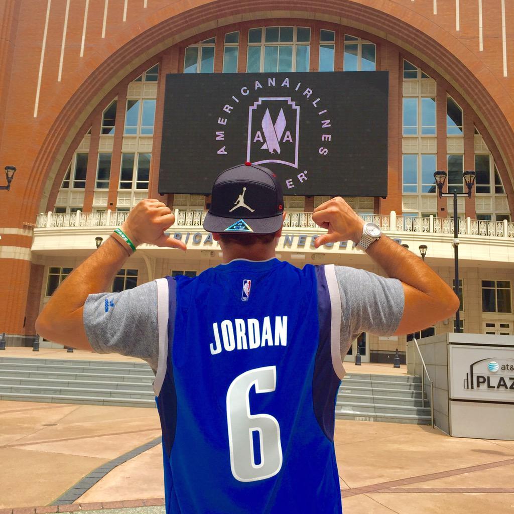 Feeling Positive Friday Vibes... @DeAndreJordan6 >>> @DallasMavs. Let's Go! #MFFL http://t.co/K9bvhOHGZq
