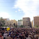 Emotiva última concentració de l@avm3j. El poble valencià dona #GraciesAVM3J per la dignitat mostrada fins al final http://t.co/BYPDv98qVC