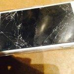 Yaaahhhhhhh...pecah nih..????HP aku....????????????????????????????????????bye???? 携帯割れた。さよならー。(T . T) http://t.co/yQq46DgQvz
