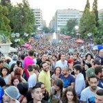 Miles de personas se manifiestan ahora mismo en Grecia a favor del no en el #Greferendum #OXI Foto de @javierminones http://t.co/nQmgUwoXyN