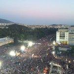 Signore e signori ecco a voi la storia, mentre accade. #Greferendum #Syntagma http://t.co/e5mpEKjD4O