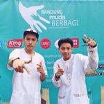 Nuhun @Jeremmyiye @rizalfaturr MC muda Bandung paling Ciamik yang udah meramaikan event #BandungMudaBerbagi kemaren http://t.co/nK763Y4g4Q