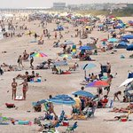 Despite string of shark bites, vacationers undaunted on NC beaches http://t.co/se0MSmIGfp http://t.co/fKpMC5omsI